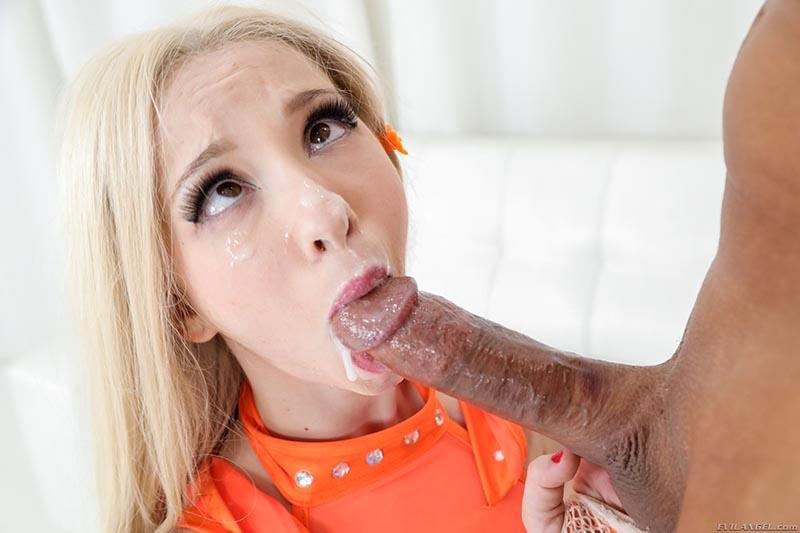 Kenzie Reeves porno star